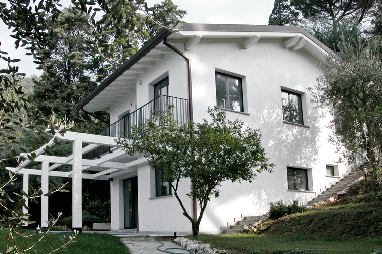 Colore esterno casa bianco e grigio colore grigio perla for Casa moderna bianca esterno